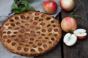 Omena-inkivääripiirakka